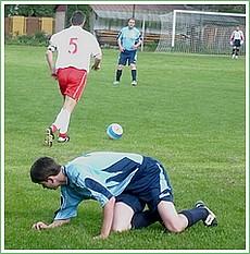 Momentka z futbalového zápasu Honce - Rožňavské Bystré