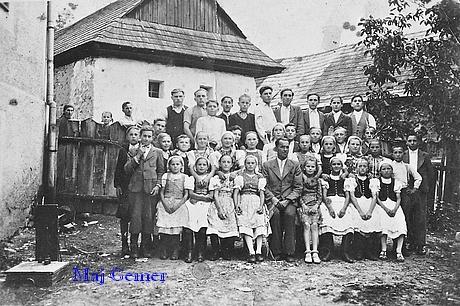 Absolventi tanečnej školy v Rožňavskom Bystrom. Foto: archív Ondreja Dorkina