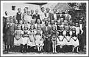 Fotografia asi z roku 1942 zaznamenala vtedajších účastníkov tanečnej školy v Rožňavskom Bystrom