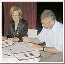 Eva Cireňová a Wieslaw Stambrowski pri podpise zmluvy